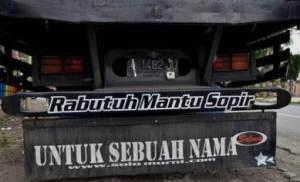 tulisan unik di bak truk