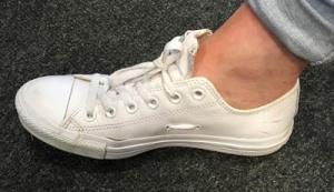 fungsi lubang di sepatu converse
